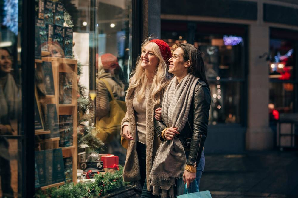 Tips to Stay Safe While Shopping This Holiday Season
